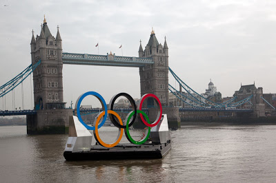 Olympic rings float on the Thames in London via A Glimpse of London