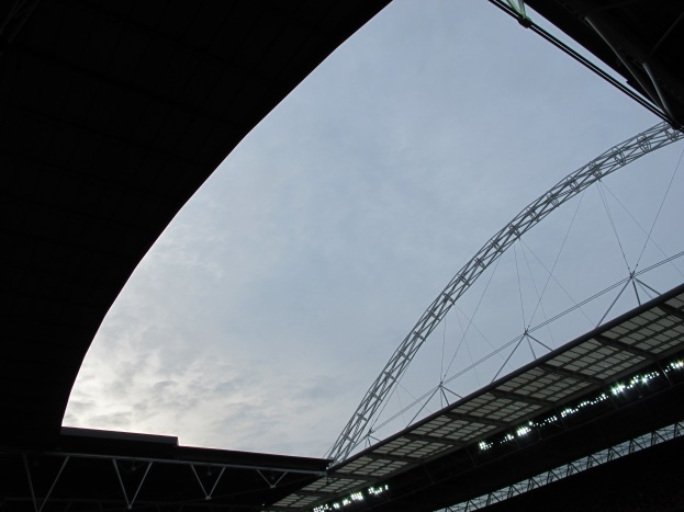The roof opening framed the changing London sky above. (Photo: Stadiafile)