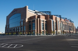 Though a downtown building, Lucas Oil Stadium has ample parking (Photo: Enlightened-Confusion.net)